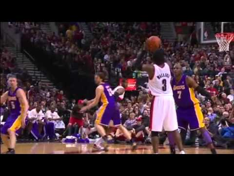 Gerald Wallace to Aldridge alley-oop dunks against Lakers