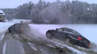 تعلق السيارة بالجليد