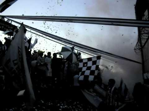 LA ESCOLTA LIBERTAD - entrada de la escolta y del equipo contra LDU (17NOV2011) - La Escolta - Libertad
