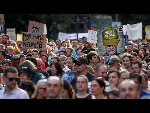 Μαζική διαδήλωση στην Πράγα με αίτημα την παραίτηση Μπάμπις…