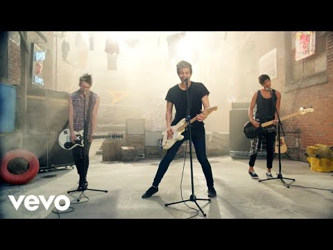 5 Seconds Of Summer – She Looks So Perfect