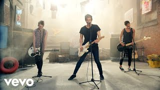 5 Seconds Of Summer - She Looks So Perfect - YouTube