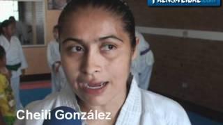 Karateca Cheili González se prepara para los Panamericanos.wmv
