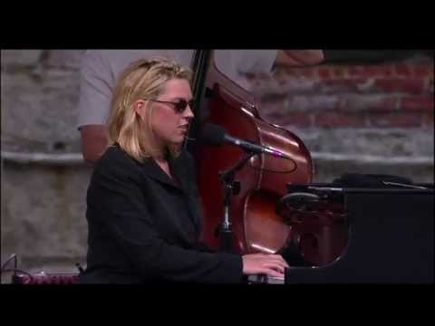 , title : 'Diana Krall - East Of The Sun (West Of The Moon) - 8/15/1999 - Newport Jazz Festival (Official)'