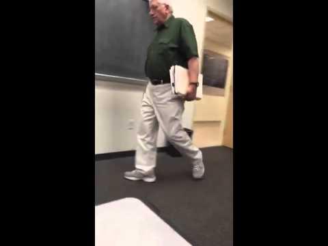 他側錄每天老師走入教室的模樣,這接近100%的相似度會讓人忍不住嘴角上揚!