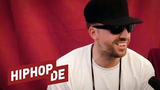 """✔ ABONNIEREN: http://bit.ly/HiphopdeAbo✚ ALLE FOLGEN: http://bit.ly/OnPointTalk► MEHR VON FRAUENARZT: http://hiphop.de/frauenarztVIELEN DANK AN DASDING FÜR DIE GEILE KULISSE!► https://dasding.deTAKTLOSS & FRAUENARZT – """"GOTT"""":► Ltd. Deluxe Box: http://amzn.to/2vjkmJr► Audio-CD: http://amzn.to/2uAnBP4► MP3 (Amazon): http://amzn.to/2tH8kaL► MP3 (iTunes): http://apple.co/2vjLyYLREAL GEIZT – """"WIE PROPHEZEIT"""":► MP3 (Amazon): http://amzn.to/2u8CJRf► MP3 (iTunes): http://apple.co/2vCF7iDFrauenarzt und Taktloss haben vor Kurzem ihr Album """"Gott"""" veröffentlicht, das du dir unbedingt anhören musst, wenn du gerne über den Tellerrand schaust. Auf dem Openair Frauenfeld hat Aria mit Frauenarzt gesprochen und unter anderem das ungewöhnliche Kollaboprojekt thematisiert. Außerdem sprechen die beiden über Die Atzen, SXTN, Arzts Label Proletik und vieles mehr.ARIA FOLGEN:► Facebook: https://facebook.com/nejatiaria► Twitter: http://twitter.com/arianejati► Instagram: https://instagram.com/arianejati► Snapchat: https://www.snapchat.com/add/arianejatiHIPHOP.DE APP FÜR ANDROID:► http://bit.ly/HiphopdeAppAndroid HIPHOP.DE APP FÜR IOS:► http://bit.ly/HiphopdeAppiOS HIPHOP.DE FOLGEN:► Homepage: http://hiphop.de► Facebook: http://facebook.com/wwwhiphopde► Spotify: https://open.spotify.com/user/hiphop.de► Snapchat: https://snapchat.com/add/hiphop.de► Twitter: http://twitter.com/Hiphopde► Instagram: http://instagram.com/hiphopdeNEU► http://bit.ly/hiphopdevideos#WASLOS► http://bit.ly/waslosrooz 🎥TOXIK TRIFFT►  http://bit.ly/toxiktrifft 🎥JETZT MAL ERICH► http://bit.ly/JetztMalErich 🎥US+A► http://bit.ly/HiphopUSA 🎥BESIEG DEN BEAT► http://bit.ly/besiegdenbeat 🎤BACKSTAGE► http://bit.ly/BackstageHHDE 🎥ON POINT:► http://bit.ly/OnPointMitAria 🎥DO OR DIE► http://bit.ly/HiphopdeDoOrDie 🏆VIDEOPREMIEREN► http://bit.ly/musikvideos 🔉INSIDER► http://bit.ly/hhdeinsider 🔉Unsere Videos enthalten Produktplatzierungen, die auf Ausstatterdeals unserer Gäste, Partnerschaften von Hiphop.de und Werbebuchungen beruhen.Be"""