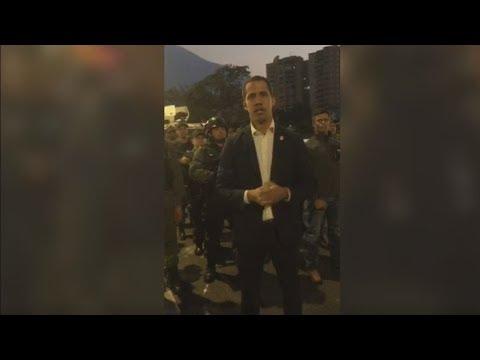 """Βενεζουέλα: Ο Γκουάιντο καλεί """"ολόκληρη τη στρατιωτική οικογένεια να συνοδεύει τον αγώνα μας"""""""