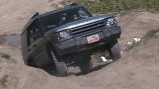Land Rover Discovery 2 Climbing