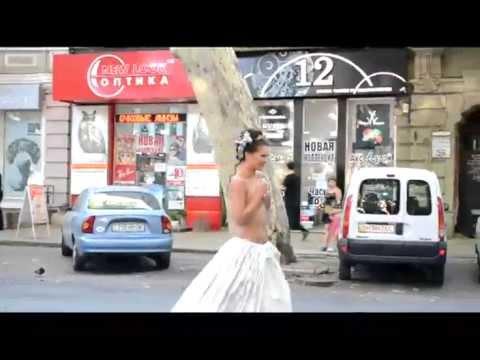 Одесские ГАИшники прогоняли с улицы голую модель