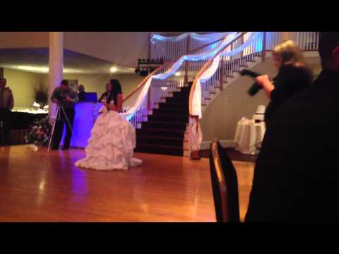 Bride sings Mama's Song by Carrie Underwood