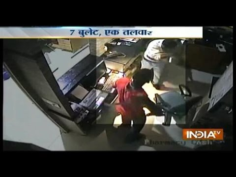 Caught - Caught on Cam: Person with sword threatening doctors in hospital at telangana For more content go to http://www.indiatvnews.com/video/ Follow us on facebook at https://www.facebook.com/indiatvnews...
