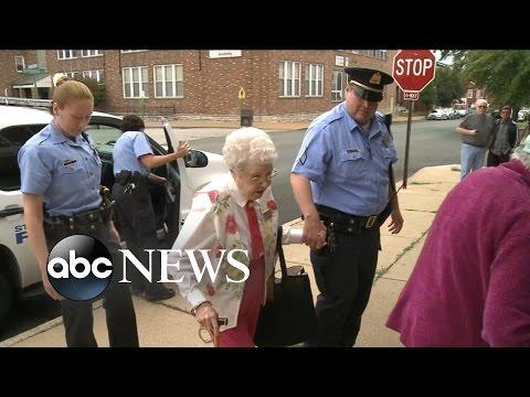 Auf eigenen Wunsch! US-Cops nehmen 102-Jährige fest