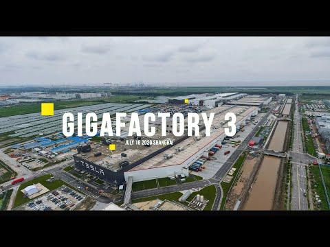 (July 16) Tesla Gigafactory 3 steady stream of trucks carrying equipment