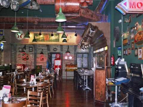Fachadas rusticas de restaurantes videos videos for Bar madera sevilla