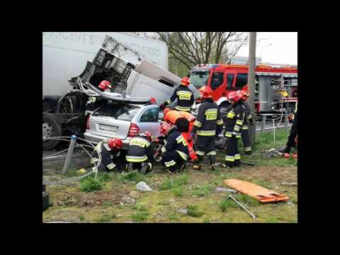 Zderzenie mercedesa z tirem- zarejestrowany wypadek kamerą monitorin
