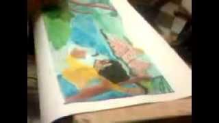 محمود هديب يرسم منظر طبيعى بلوحة ورقية بالألوان البلاستيك بمنزله
