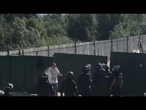 Правоохоронці затримали «охорону» незаконного будівництва на Осокорках - DomaVideo.Ru