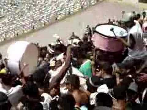 Juventud Rosada entrando al gay..llinero - Barra Popular Juventud Rosada - Sport Boys