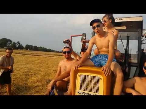 wspomnienie-lata-traktor-z-moblinym-basenem
