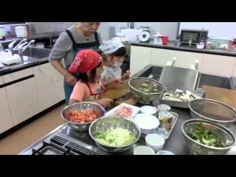 加津佐食生活改善推進員若葉会と若木保育園児の調理交流2015/07/1402