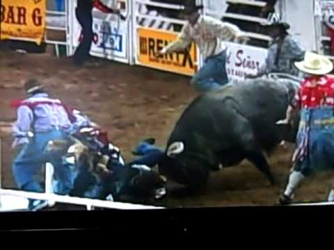 horrible bull riding accident (MUST SEE)