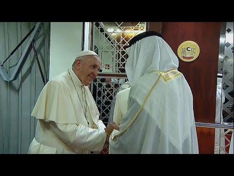 Vatikan: Papst Franziskus »auf Friedenspfaden« in Abu Dhabi eingetroffen