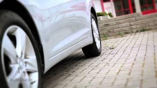 2012 Hyundai Elantra GLS Review - Good looks and 40-mpg