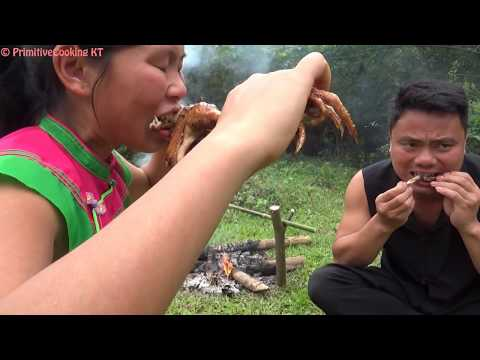 Primitive Technology - Catch wild chicken by primitive trap and cooking chicken - eating delicious