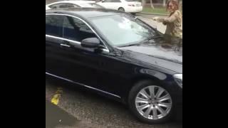 Сиви Махмуди разбила клюшкой машину