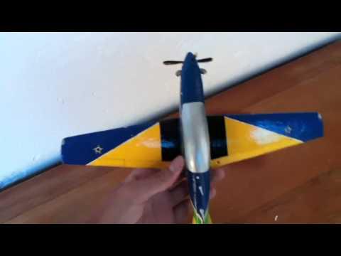 Maquetes feita de papelão das aeronaves...
