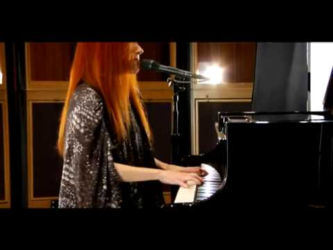 Tekst piosenki Tori Amos - Jeanette, Isabella po polsku