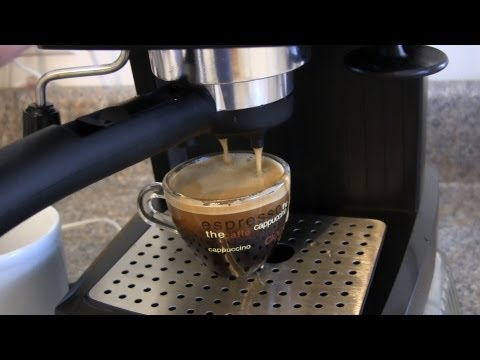 Review and Demo for the De'Longhi EC155 15 BAR Pump Espresso and Cappuccino Maker