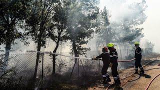 Abonnez-vous à notre chaîne sur YouTube : http://f24.my/youtubeEn DIRECT - Suivez FRANCE 24 ici : http://f24.my/YTliveFRPlusieurs incendies violents se sont déclarés lundi dans le Sud-Est de la France et en Corse. Les feux, globalement maîtrisés dans la journée, ont blessé 19 secouristes. La France a en outre sollicité l'aide européenne.Notre site : http://www.france24.com/fr/Rejoignez nous sur Facebook : https://www.facebook.com/FRANCE24.videosSuivez nous sur Twitter : https://twitter.com/F24videos