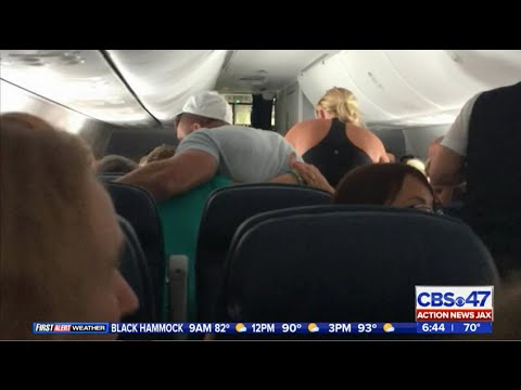 Tim Tebow comforts man on plane in his final moments