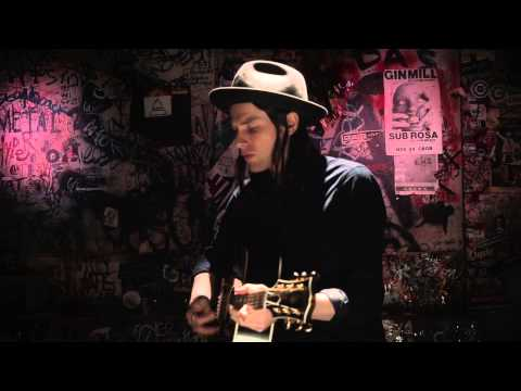 VIDEO: James Bay 'Hold Back The River' (Acoustic)