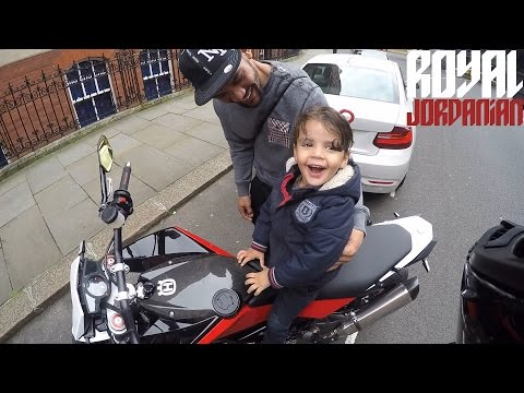 Motorcyclist lets a kid sit on his bike and subsequently makes his day