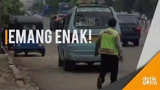 Video Kencing Sembarangan, Sopir Angkot Ini Diusir Polisi Pakai Batu MP3, 3GP, MP4, WEBM, AVI, FLV Desember 2017