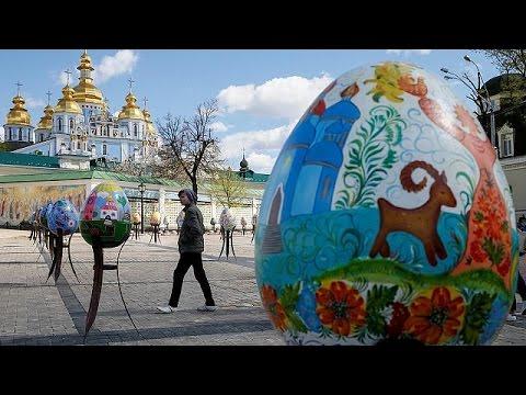 Γιγαντιαία πασχαλινά αυγά κατέκλυσαν τις πλατείες του Κιέβου