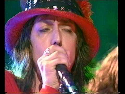 The Black Crowes on sorely missed UK TV Show TFI Friday. Promoting the underated 1999 'By Your Side' album. Although Rich Robinson recorded all the guitar parts on the album, with no lead guitarist, the touring band featured the SUPERB talents of guitarist Audley Freed (Cry of Love) who was sadly never given room in The Black Crowes to really showcase his amazing playing.