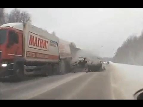 Смертельные, жесткие и страшные аварии Январь 2017 года (видео)