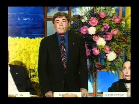 דן ריזינגר מקבל את פרס ישראל בשנת 1998
