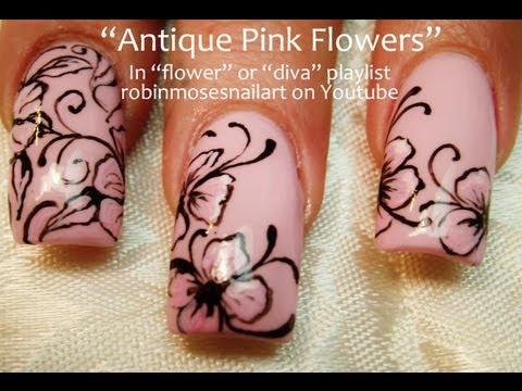 nail art rosa con fiori