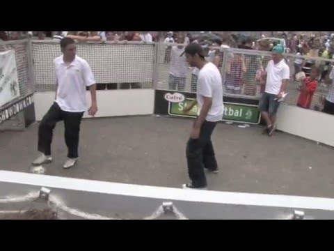 Street - Soccershowdown presents Street Madness Achie, Jeand & Randall Like us: https://www.facebook.com/soccershowdown https://www.facebook.com/pages/Street-Madness/...