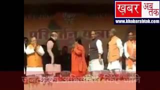 केंद्रीय मंत्री कलराज मिश्र ने झटका यूपी बीजेपी चीफ का हाथ, देखिए यह वीडियो