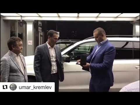 Олегу Саитову в Самаре подарили белый внедорожник Mercedes