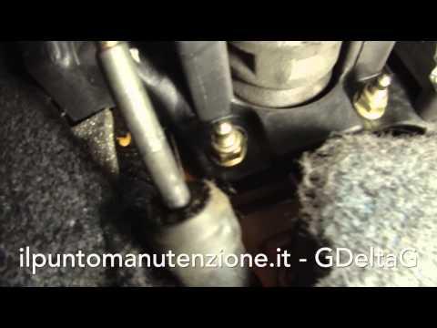 Cigolio pedale frizione, come risolvere? видео