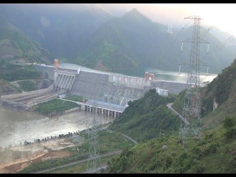 Thắp sáng dòng điện trên sông Đà