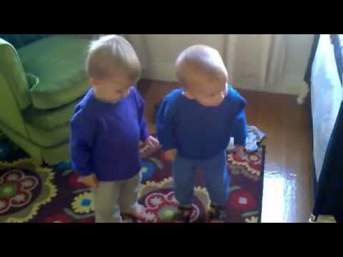 Twins sing and dance to Gotye's Somebody that I used to know