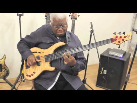 Abraham Laboriel tries out his new Wyn Fretless