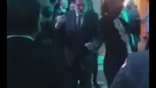 Mariano Rajoy de fiesta bailando
